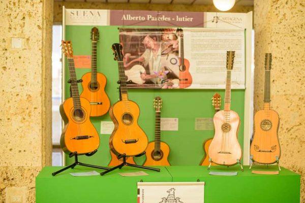 Exhibición instrumentos, embajada Italiana
