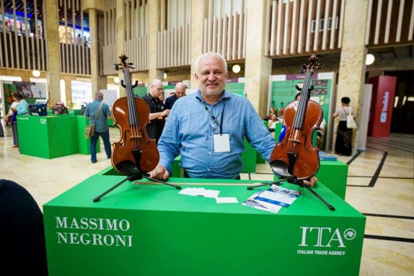 Exhibición instrumentos, embajada Italiana y escenarios