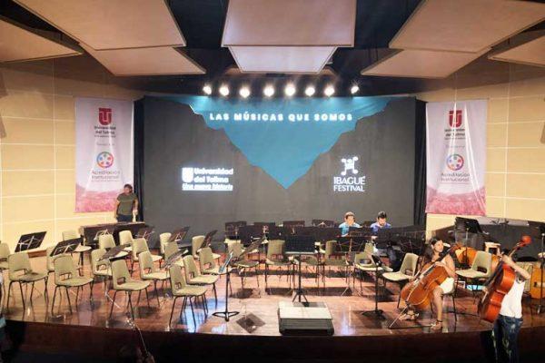 Vista escenografía en el Auditorio Universidad del Tolima.