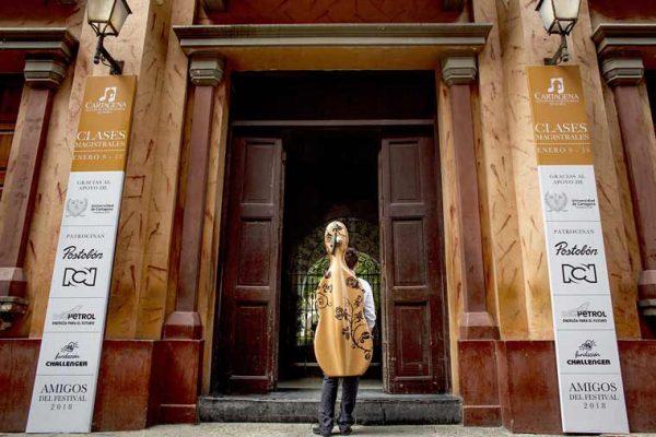 Universidad de Cartagena, Señalización en la fachada
