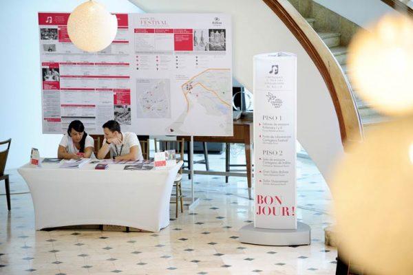 Hotel Hilton, punto de información a los artistas y público en general