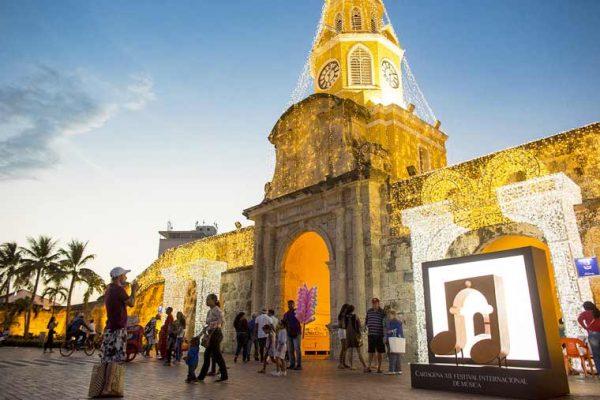 Vista Garita en las noches de la hermosa Cartagena