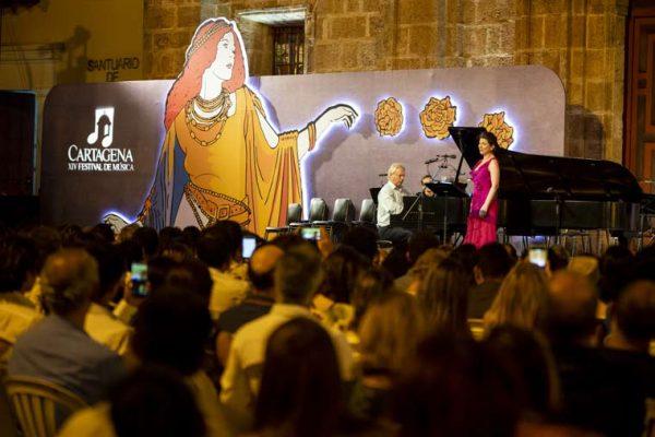 Vista auditorio Centro de Convenciones de Cartagena, Remedios la protagonista del escenario