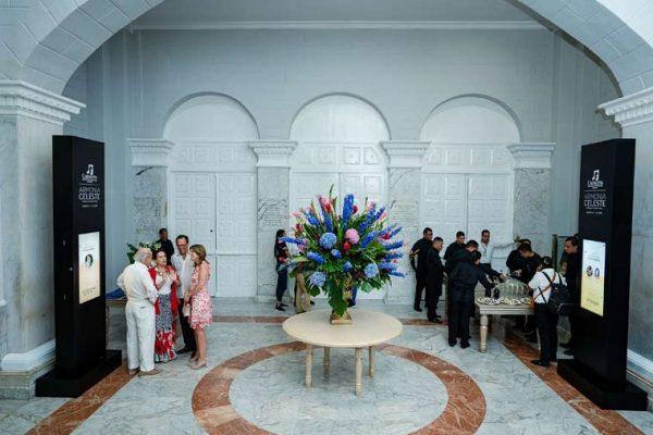 Lobby Teatro Adolfo Mejia, ambientación y decoración y video tótems con información de los conciertos