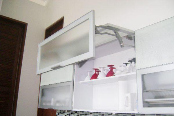 Detalle de muebles en cocina integral para constructoras