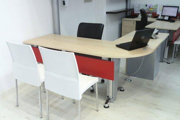 Vista de mobiliario con colores corporativos