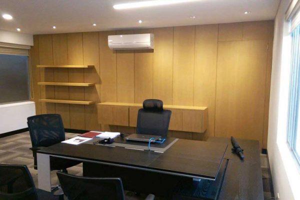 Oficina de gerencia con muebles hechos a medida