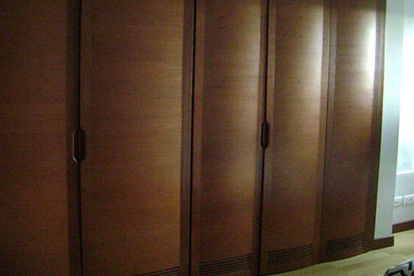 Detalle de muebles empotrados en apartamento en Bogotá