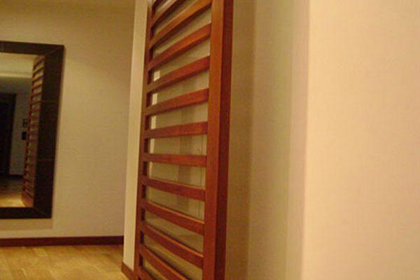 Vista detalle de carpinteria puerta obra apartamento Bogotá