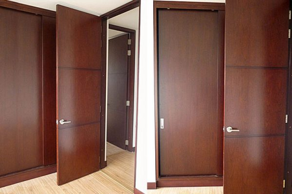 Carpintería de obra para constructoras y particulares con puertas laminados