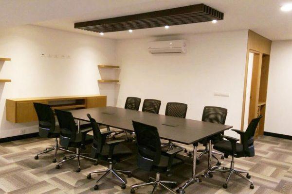 Vista Sala de juntas con mobiliario a medida