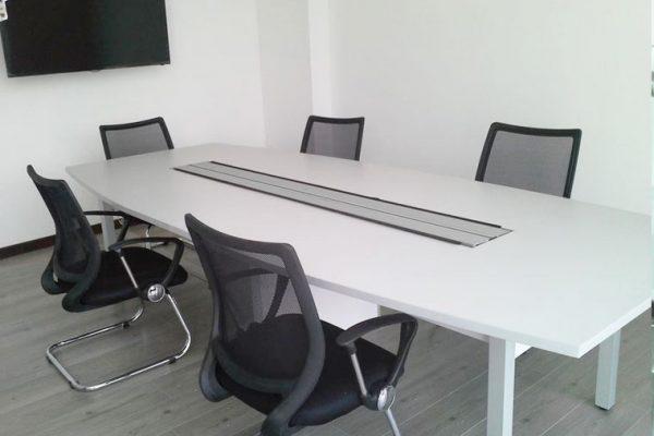 Fabricación de muebles de sala de juntas