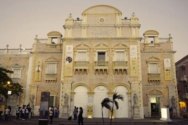 Señalización de fachada, Teatro Adolfo Mejia