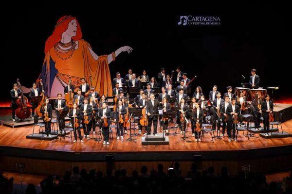 Vista de los backings de la escenografía del concierto en la Plaza de San Pedro