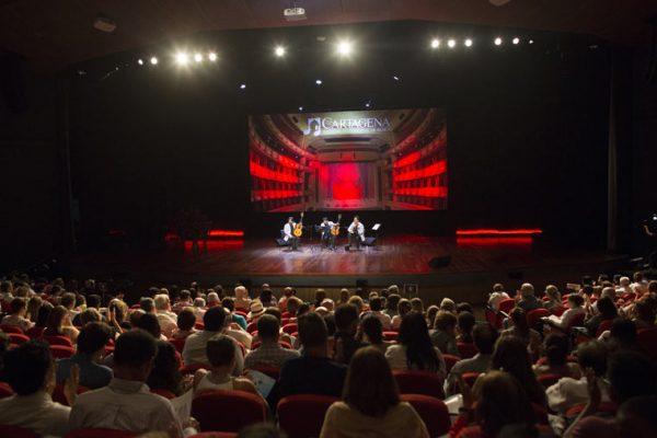 Auditorio Getsemaní, Backing flotante en el escenario del concierto