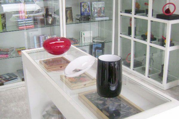 vitrinas para exhibir libros y productos